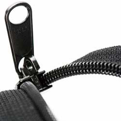 Puncture resistant zipper (RCW)